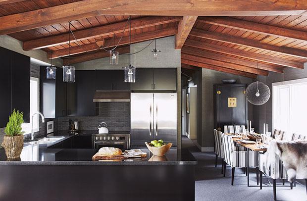 Photo:  Michael Graydon Source:  House & Home Dec. 2012 Design:  Jim Johnson & Mark Robert