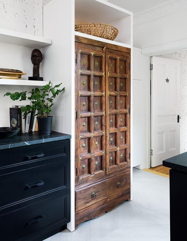 Photo: Robin Stubbert Source:  House & Home Dec. 2019 Design: Ines Mazzotta, Kelly Hopter Interiors